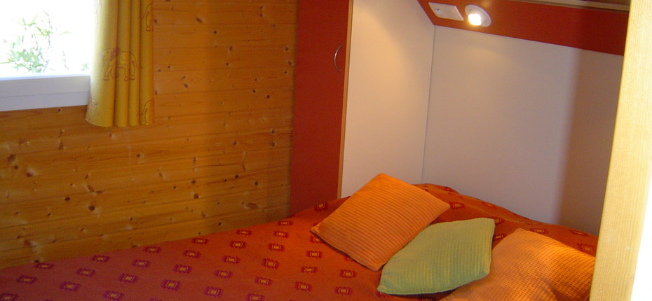 chambre-parents-location-chalet-carcassonne