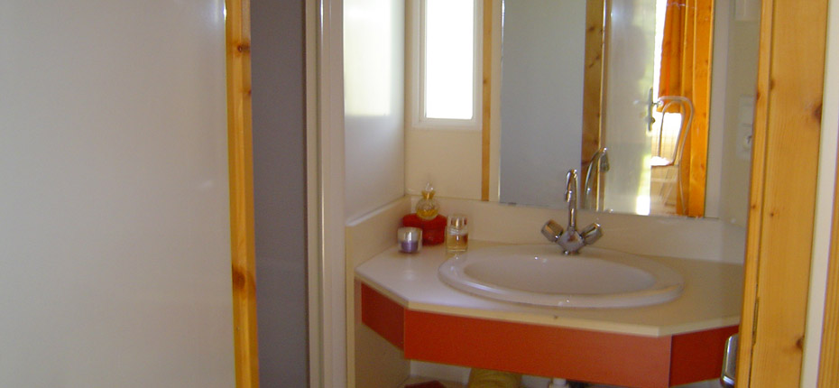 location-chalet-carcassonne-salle-de-bains