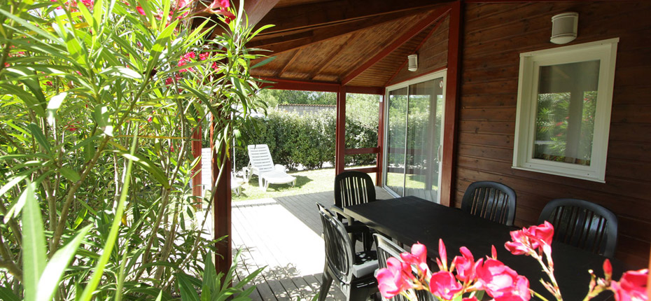 terrasse-location-chalet-carcassonne