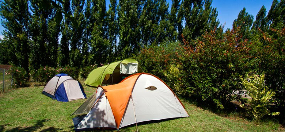 Emplacements camping proche de carcassonne camping a l for Camping carcassonne avec piscine