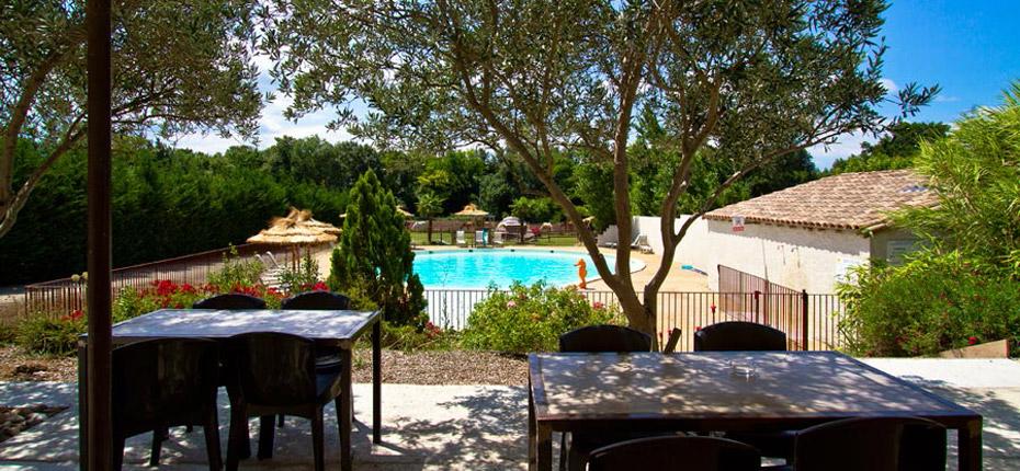 Terrasse restaurant vue sur piscine